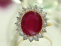 18 kt gold ring set with ruby and Cubic Zirconia - size 59