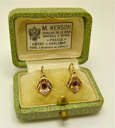 Delicate dormeuses earrings 18kt gold & Garnets
