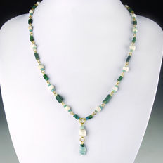 Necklace with Roman green and turquoise glass and shell beads - 48,5 cm
