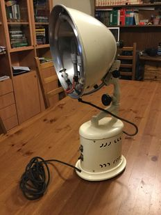 Heat projector with UV lighting