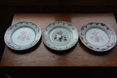 Three Imari plates - China - 18th century