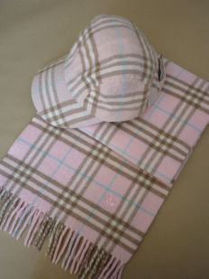 Burberry nova check combo scarf and cap