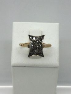 14 kt gold rectangular ring, with 20 diamond rosettes - 1950s style.