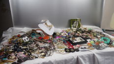 Large lot of jewelry, necklaces, bracelets, earrings, rings, murano, ca. 250 copies