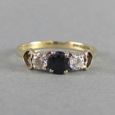 Vintage (1960s) - England - 9k Solid Gold Sapphire & Quartz Trilogy Ring - Excellent