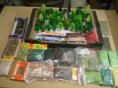 Scenery H0 – lot of 62 trees, 4 trucks, 18 bags of ground cover, grass an Iceland moss and 3 x fences