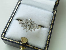 Yellow and white gold ring of 18 kt with 16 diamonds, 0.80 ct