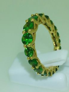 Gold wedding ring with Tsavorite, 3.20 ct in total