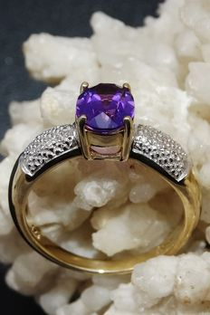 Gold dress ring set with amethyst and diamonds