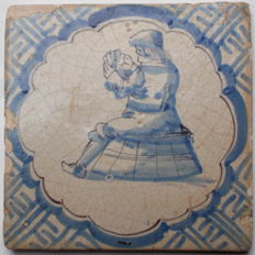 Beautiful tile with card player, 17th century