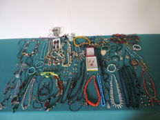 Large collection of jewellery with natural stones (some in 925 Silver) and vintage jewellery. No reserve price!
