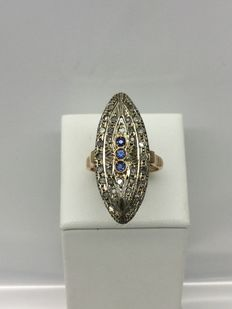 Ring with 3 sapphires, 32 rose-cut diamonds in 14 kt yellow gold