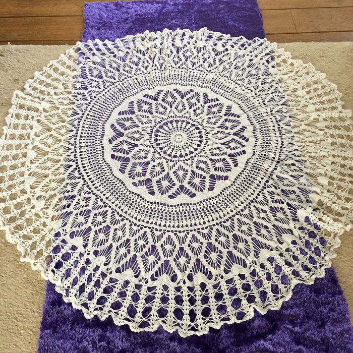 4 Crocheted Round Tablecloths Catawiki