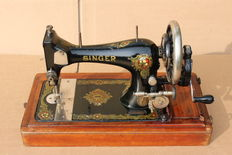 Antique Singer 28 hand sewing machine with its original wooden case, 1901