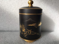A Komai canister and cover with mount Fuji - Japan - early 20th century (Meiji period)