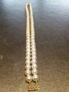 Two-row bracelet with Japanese pearls of 5.5 mm