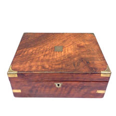 A mahogany writing box inlaid with brown leather, England, approx. 1920