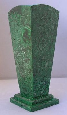 Fine, hand-crafted Malachite vase - 21 x 8,5cm - 970gm