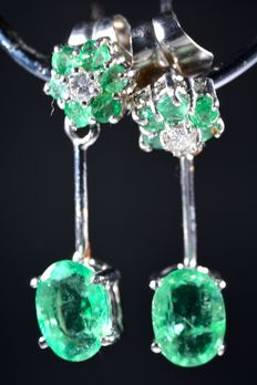 18 kt white gold earrings, with 2 central diamonds and 14 natural genuine emeralds. Total carat weight: 2.15 ct *** NO RESERVE ***