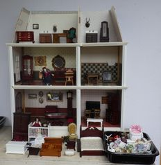 Fairly complete dollhouse / supposedly by Delprado / origin unknown.