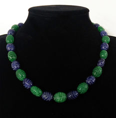 Necklace in emeralds and engraved sapphires - 510 ct