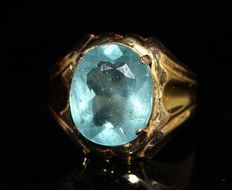 Gold men's ring of 18 kt set with 6.5 ct aquamarine ***No reserve***