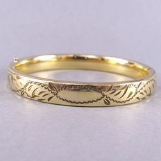 Vintage - (1950s)  - Victorian revival - Signed - Yellow Gold Plated Hinged Bangle Bracelet