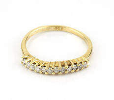 Yellow gold ring set with 12 brilliant-cut diamonds.