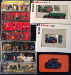 Preiser/Noch/Merten H0 - 10 boxes with figurines and tractors.