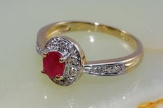 Gold ring with ruby and 16 diamonds