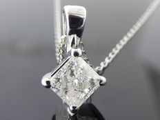18k pendant set with a square cut diamond 0.33ct ***No minimum price ***