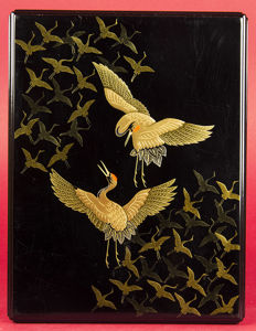 Lacquer box for letters with cranes in gold lacquer, in original case – Japan – first half 20th century