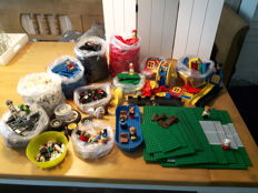 Assorted - 5 kg including Lego base plates + Fabuland + stones