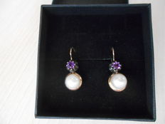 1930s 9 kt gold earrings, with pearls and amethysts. Italian goldsmiths.