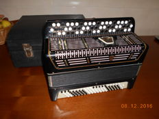 Accordion with Chromatic Buttons Epmak
