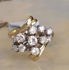 18 kt Yellow gold cluster ring, with brilliant cut diamonds – approx. 0.95 ct in total, H/I/VS.