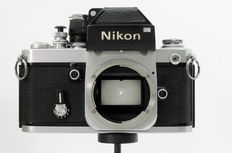 "The ""Mighty"" Nikon F2 met Photomic DP-1 Viewfinder en Soft-Release AR-1. Voorzien van nieuwe light-seals."