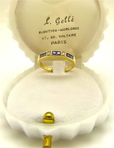 Solid gold ring set with 6 blue princess cut Sapphires & Diamond accents °°°NO RESERVE°°°