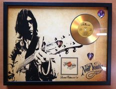 """Neil Young Gold Plated CD Display  """"Harvest"""" Including 3 Neil Young Plectrums"""