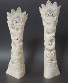 Lot of finely-carved Balinese Water Buffalo bone, with Dragon motif - Bubalus bubalis - 23cm  (2)