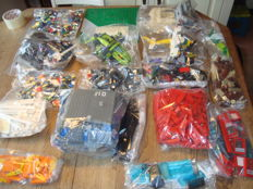 Assorted - 4 kg Lego + manuals