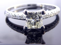 Ring set with diamonds 0.65ct ; Central stone 0.55 ct Princess cut .***No minimum price***