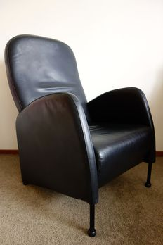 Designer unknown - Comfortable black leather lounge chair with a steel tubular frame