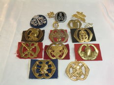 Netherlands - lot with 15 Dutch Army Beret emblems and Pilotage