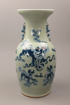 Beautiful Celadon porcelain baluster vase with Foo dogs decoration - China - 19th century