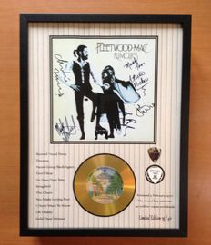 """Fleetwood Mac Gold Plated CD Display """"Rumours"""" - With 5 Signatures & 2 Plectrums"""
