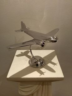 DC 1930 - 36 cm desk top model with fiberglass propellers - propellers seems to rotate