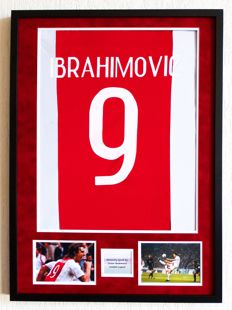 Zlatan Ibrahimovic original autographed photo in large display - Premium framed + COA