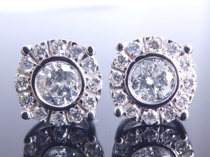 14 kt white gold ear studs set with 0.56 ct of diamonds in total – No reserve price