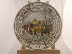 H.F. van Baaren and C.G. Campagne, BACA Enschede - Glazed commemorative plate 'Mislukte Revolutie 1918' (failed revolution)